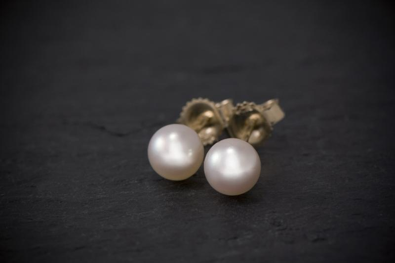 Fine Cultured Pearl Earring